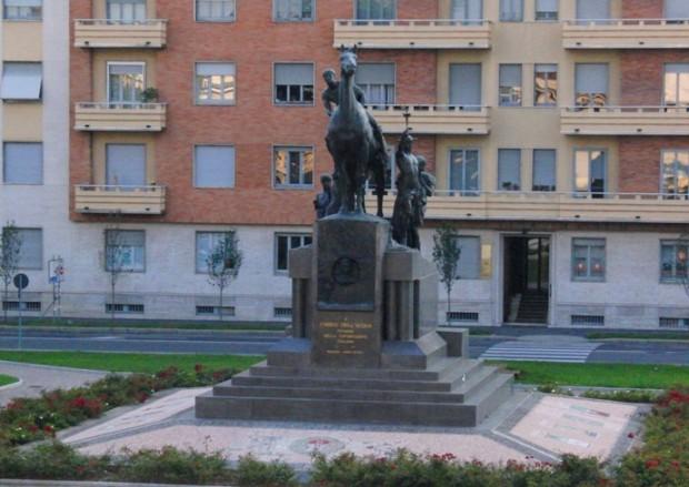 Enrico-DellAcqua_statua