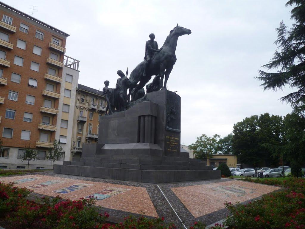 Monumento_per_Enrico_Dellacqua2